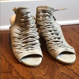 Light gray heels size 9